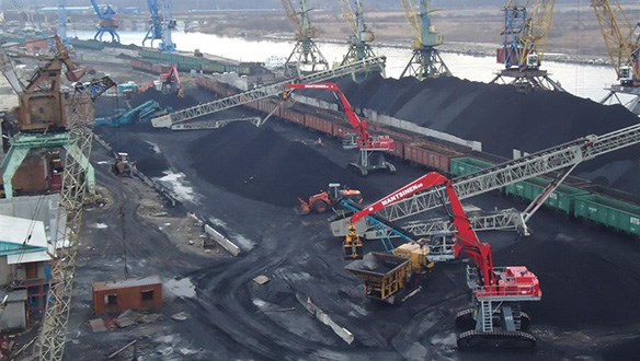 Radial telescopic conveyors stockpiling coal